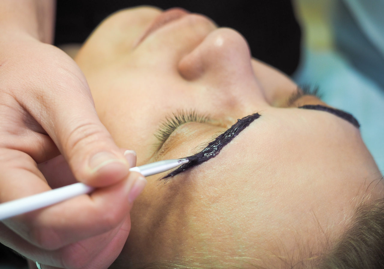 The procedure for colouring of eyebrows in the beauty salon